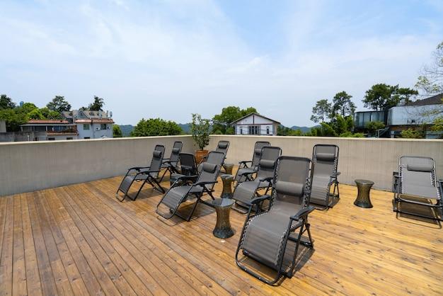 ホリデーヴィラの屋上にあるビーチチェア Premium写真