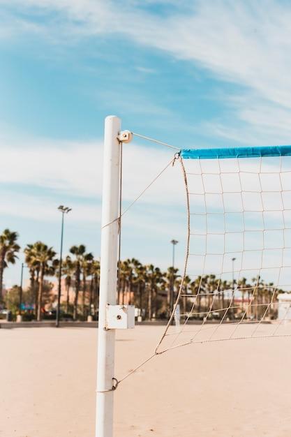 Концепция пляжа с волейбольной сеткой Бесплатные Фотографии