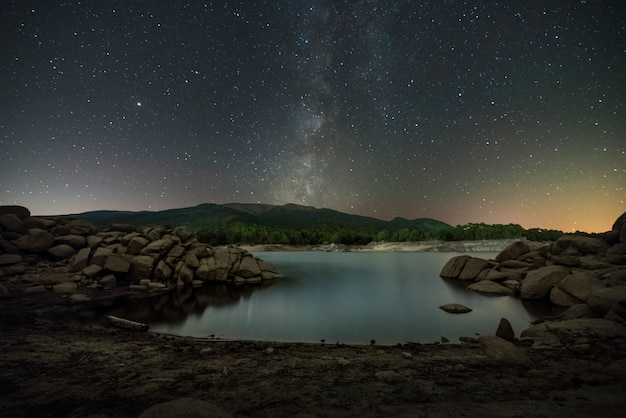 Beach from reservoir of spain with the milky way in the sky in autumn Premium Photo