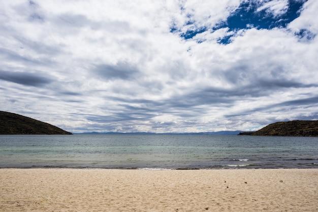Beach on island of the sun, titicaca lake, bolivia Premium Photo
