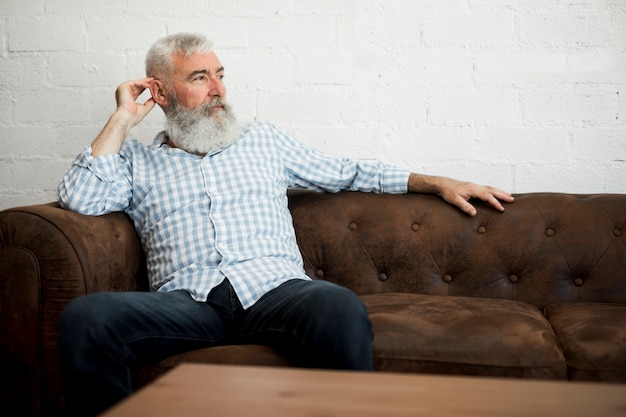 Bearded client visiting barber shop Free Photo