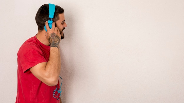 Bearded male listening music with headphones Free Photo