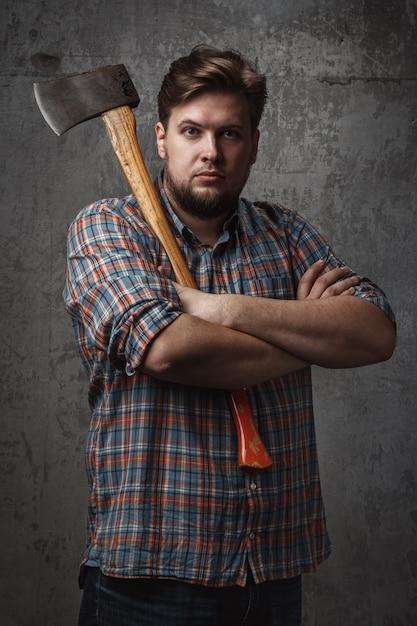 фешенебельный мужчина с топором фото ноябре