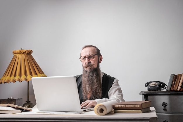 Bearded man working on a laptop Premium Photo