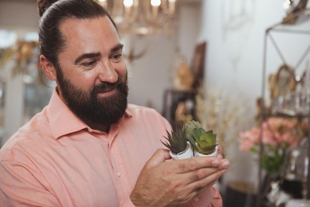 Bearded mature man shopping at home goods store Premium Photo