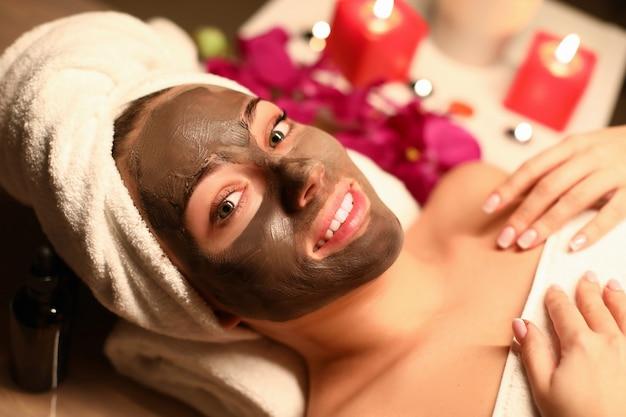 Beaty woman applied chocolate mask in spa salon Premium Photo