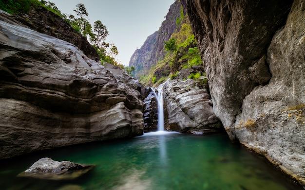 Beautifu waterfall, gorkha, nepal Premium Photo