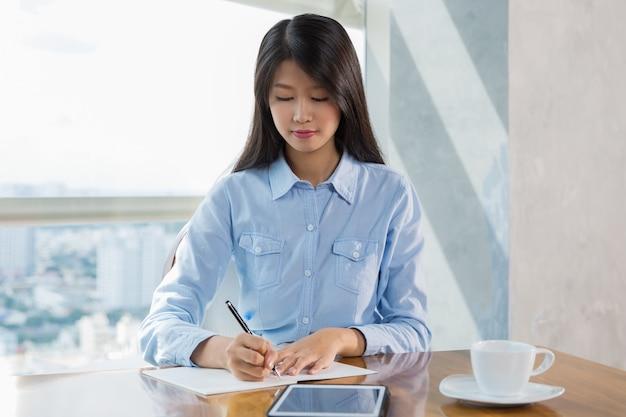 Asian Women Writing In 88
