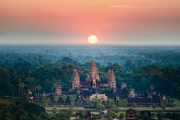 Beautiful aerial view  of angkor wat at sunrise-siem reap- cambodia. Premium Photo