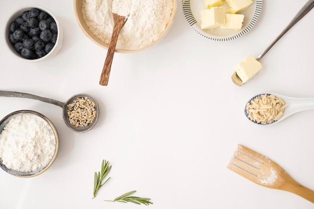 Красивые и вкусные десертные ингредиенты копируют пространство Бесплатные Фотографии