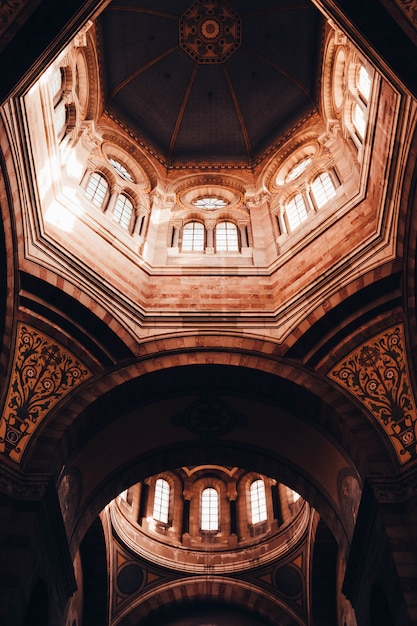 Beautiful architectural interior design of a cathedral ceiling in marseille, france Free Photo