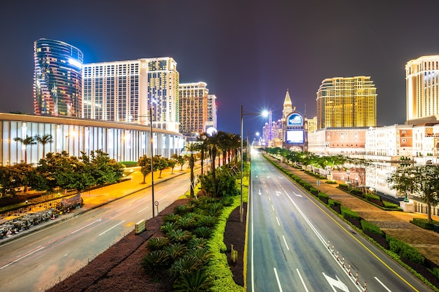 Beautiful architecture building of venetian and other hotel resort and casino Premium Photo