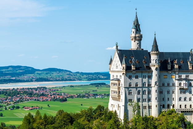 Beautiful architecture at neuschwanstein castle in the bavarian alps of germany. Premium Photo