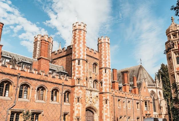Beautiful architecture st. john's college in cambridge Premium Photo