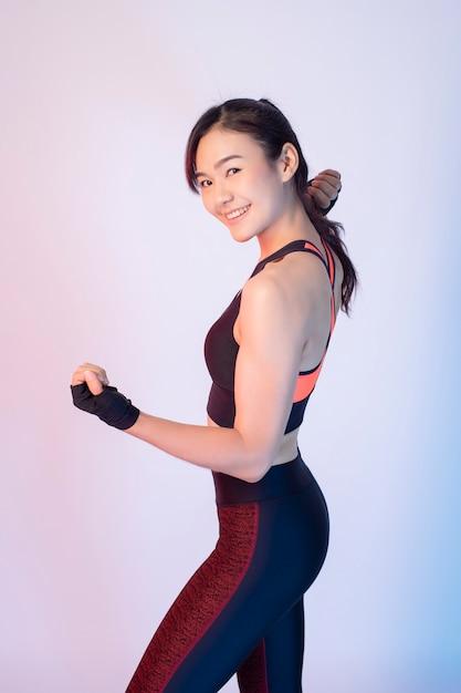 Beautiful asian fitnesses woman Premium Photo