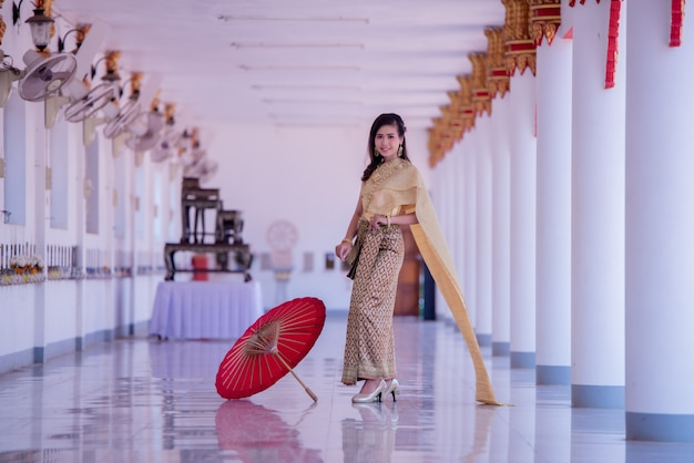 Beautiful asian with welcome expression. beauty fantasy thai woman. Free Photo