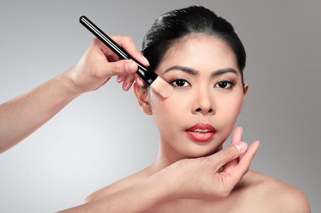 Beautiful asian woman doing makeup Premium Photo
