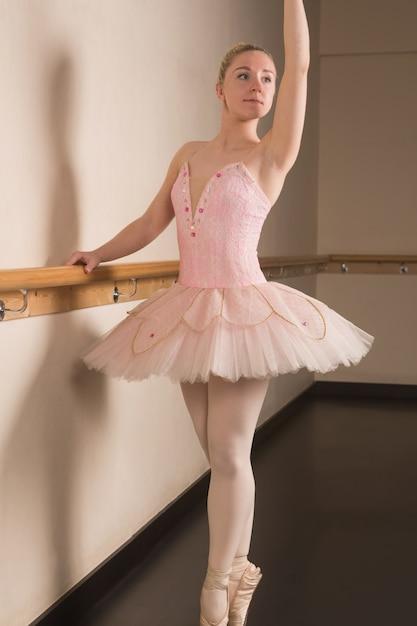 kartinki-balerini-v-rozovih-trusikah-seks-popki-foto-krupnim-planom