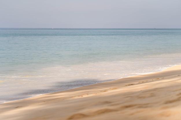 마이 카오 비치 푸켓 태국에서 아름다운 해변. 프리미엄 사진