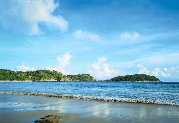 Beautiful beach at evening time Premium Photo