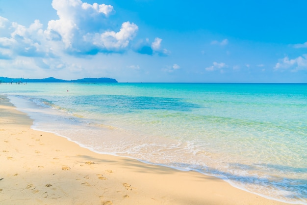 Beautiful beach and sea Free Photo