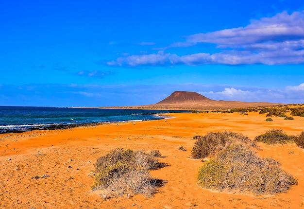 Bellissima spiaggia in una giornata di sole nelle isole canarie, spagna Foto Gratuite