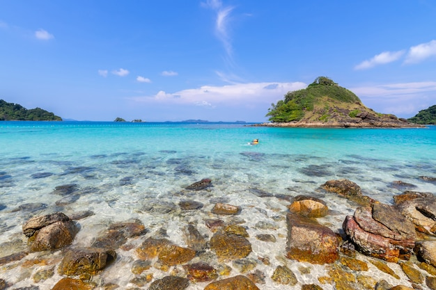 Beautiful beach view koh chang island seascape at trad province eastern of thailand on blue sky background Free Photo