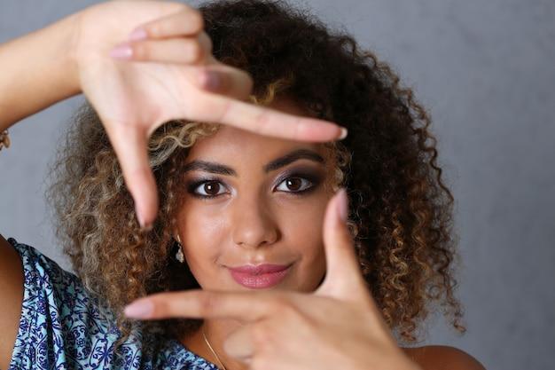 Beautiful black woman portrait. she put her hand Premium Photo