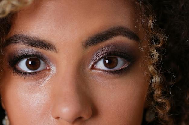 Beautiful black woman portrait. worth a gray Premium Photo