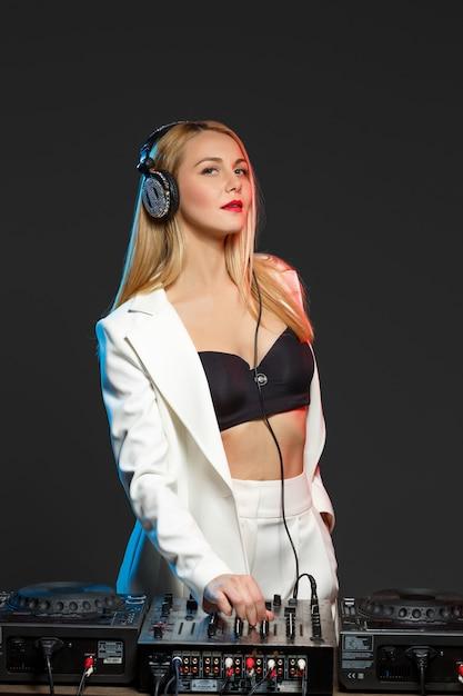 Beautiful blonde dj girl on decks - the party, Free Photo