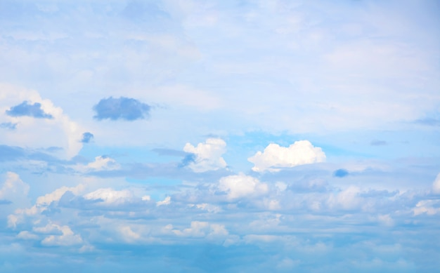 Beautiful blue sky with cloud formation Premium Photo