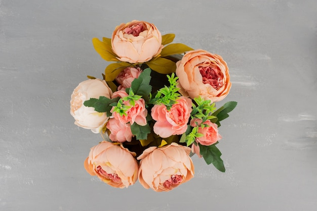 Beautiful bouquet of pink roses on grey surface Free Photo