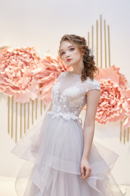 Beautiful bride in an expensive wedding dress Premium Photo