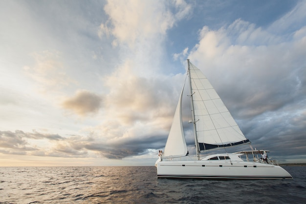 Beautiful bride and groom on a yacht in the ocean Premium Photo
