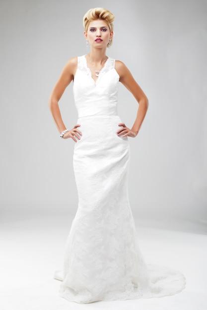 Beautiful bride in a luxurious wedding dress Premium Photo
