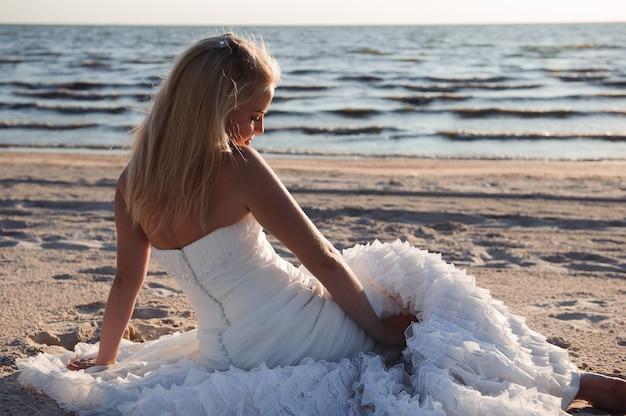 Beautiful bride in a wedding dress near the sea Premium Photo