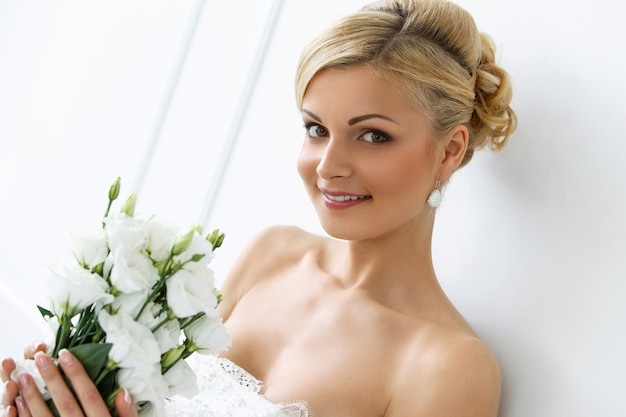 Beautiful bride with bouquet Free Photo
