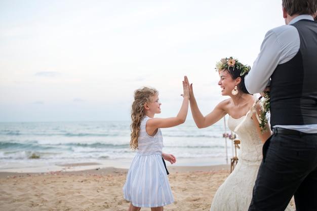 Beautiful bride with her flower girl Premium Photo