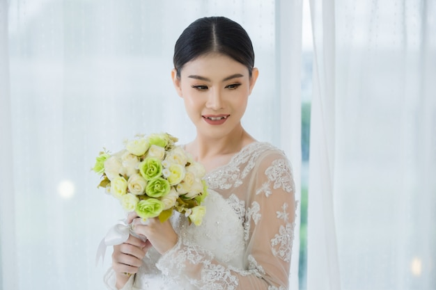 Beautiful bride with wedding flowers bouquet Free Photo