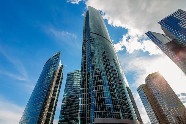 曇り空とモスクワ市内の美しい建物 Premium写真