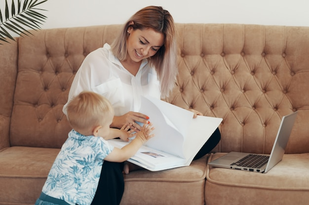 Beautiful business woman working at home. multi-tasking, freelance and motherhood concept Free Photo