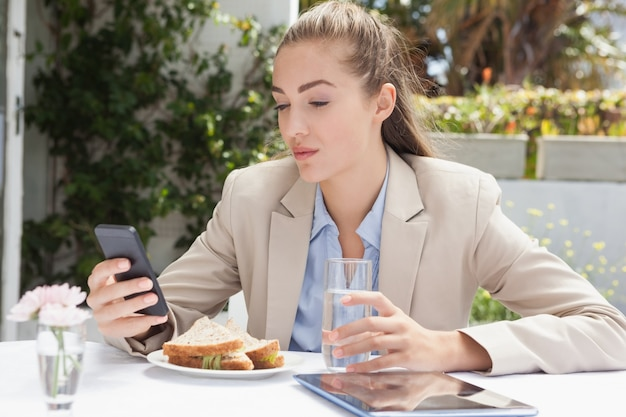 Beautiful businesswoman on her lunch Premium Photo