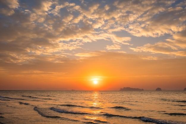 Beautiful calming seascape during sunset Premium Photo