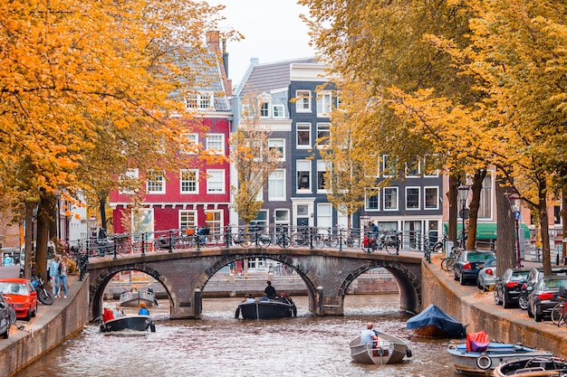 Beautiful canal in the old city of amsterdam, netherlands, north holland province. Premium Photo