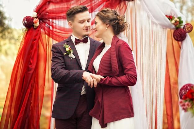 Beautiful caucasian couple just married Premium Photo