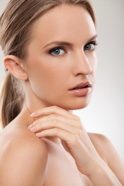 Beautiful caucasian woman with natural makeup Free Photo