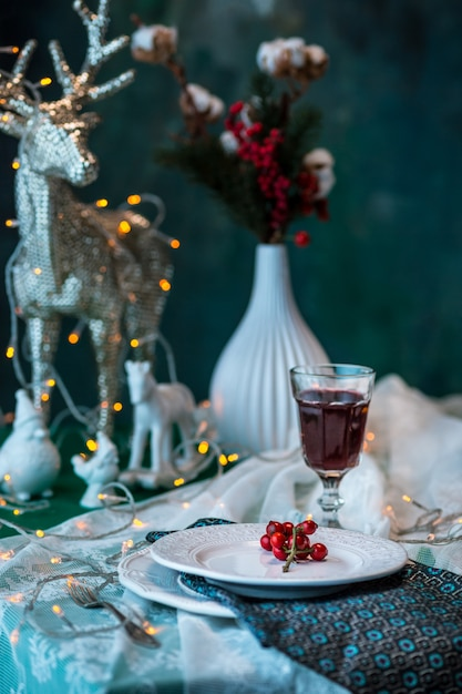 Beautiful christmas table setting with decorations Free Photo