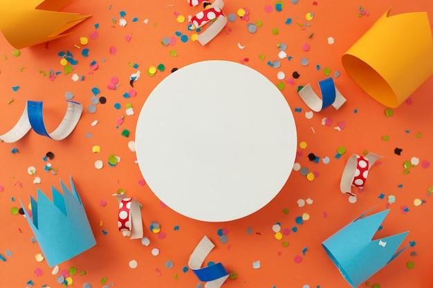 誕生日を祝うために美しいカラフルな背景 無料写真
