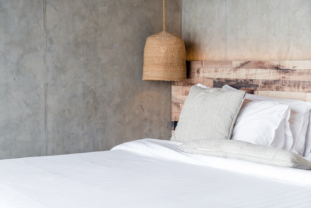 Beautiful comfortable pillows on bed Premium Photo