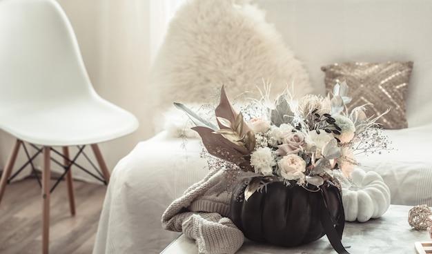 部屋の内部の花の美しい構成 無料写真